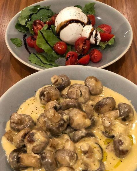 Cómo cocinar medallones de ternera con champiñones en italiano