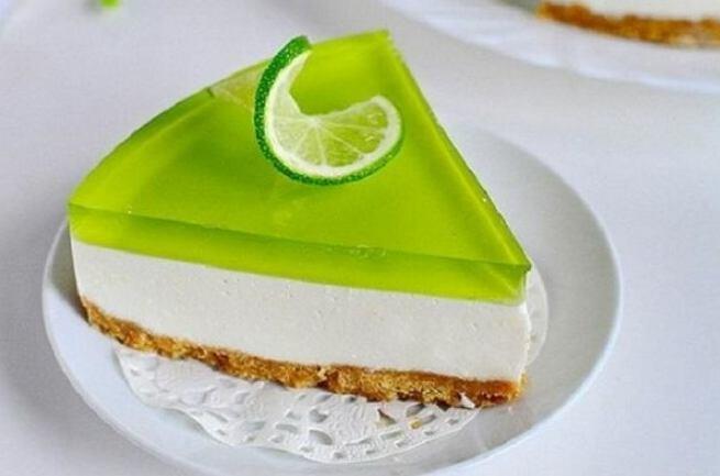 Pastel de gelatina de lima sin hornear